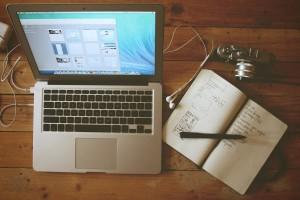 apple-camera-desk-office (1)